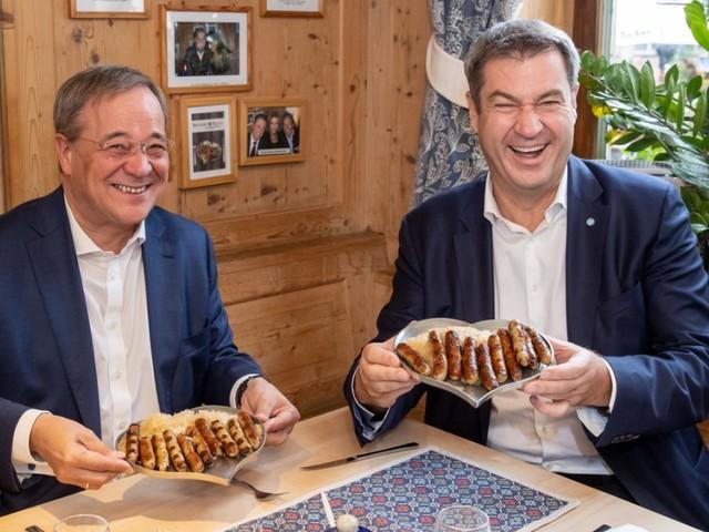 """Armin Laschet in Bayern: """"Rostbratwurst ist genau das Richtige für den Endspurt"""""""