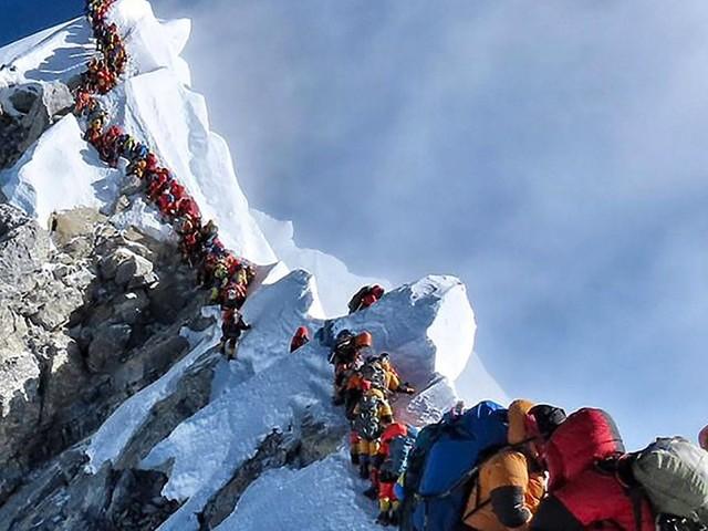 Mount Everest: Gefährlicher Stau am Gipfelgrat