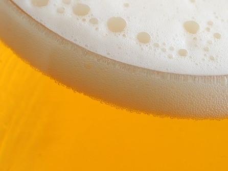 Ärzte behandeln Alkoholvergiftung mit Dosenbier