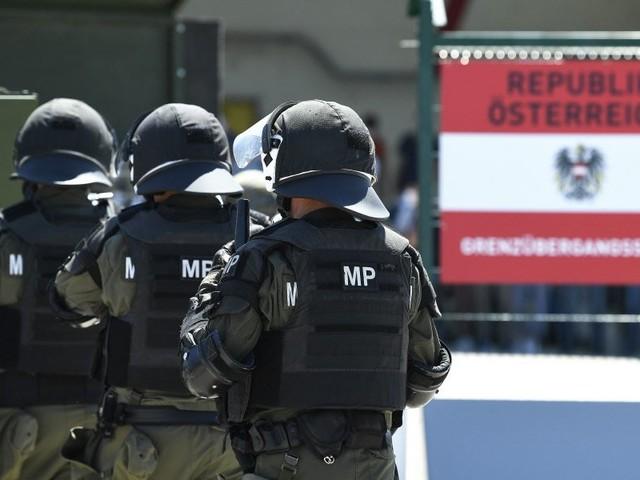 Österreichische Polizisten auf Schleppersuche in Ungarn