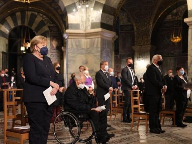 Steinmeier und Merkel bei Gedenken für Flutopfer