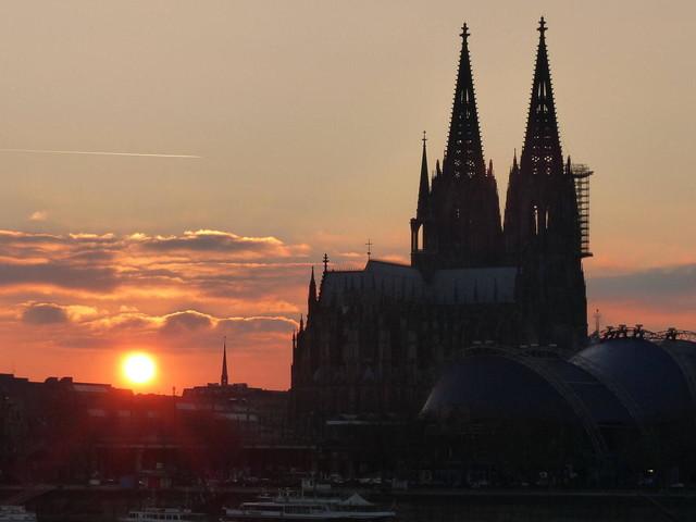 Corona/Köln: Inzidenz steigt wieder über die 100er-Marke