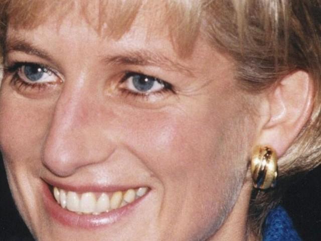 24. Todestag: Bilder zum Gedenken an Diana vor dem Kensington-Palast