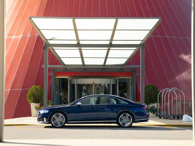 Audi S8: Die perfekte Beinarbeit