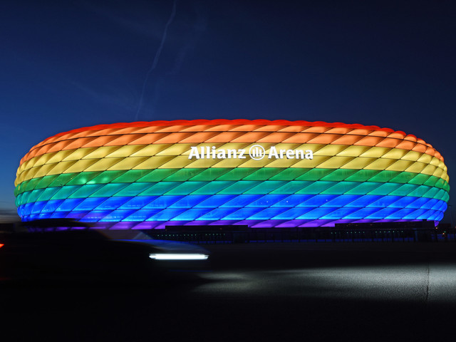 Regenbogenfarben am Stadion: Fällt euch nichts Wichtigeres ein?