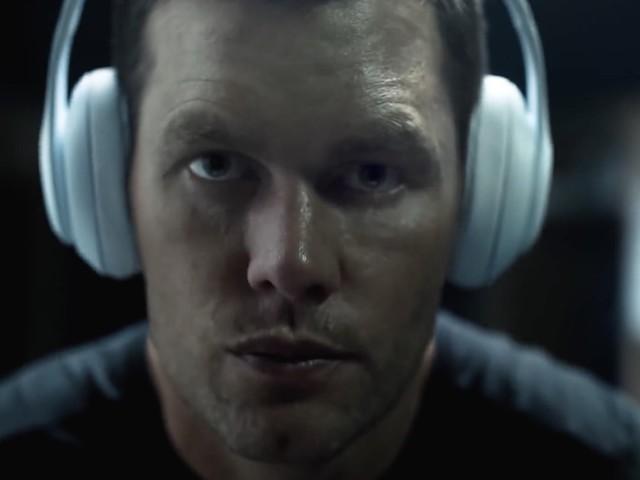 Beats: Neuer Werbespot zeigt Quarterback Tom Brady vor dem Spiel
