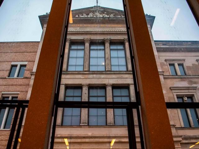 Berliner Museen: Dutzende Ausstellungsstücke mit öliger Flüssigkeit beschädigt