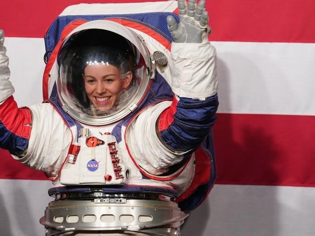 Geplante Mondmission 2024: Nasa stellt neuen Raumanzug vor