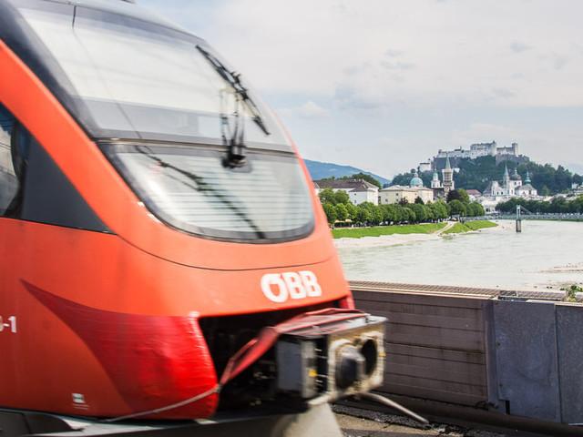 Per Zug nach Salzburg reisen