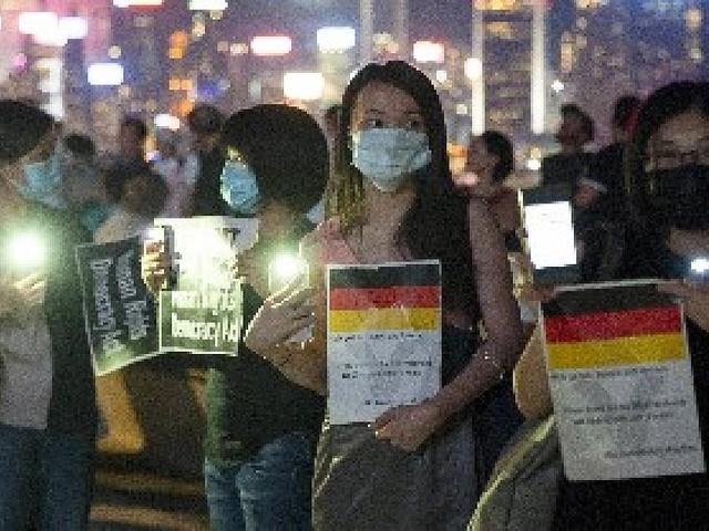 Botschaft an Deutschland - Proteste in Hongkong: Demonstranten zeigen deutsche Flagge - aus Dankbarkeit