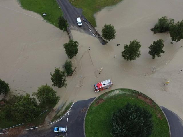 Unwetter-News: Allianz erwartet über eine halbe Milliarde Euro Schaden durch Hochwasserkatastrophe ++ Wieder heftige Gewitter in Teilen Deutschlands