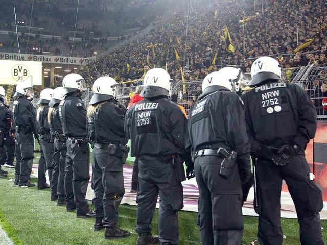 Wer soll das bezahlen?: Gericht verhandelt über Kosten für Polizeieinsätze bei Fußballspielen