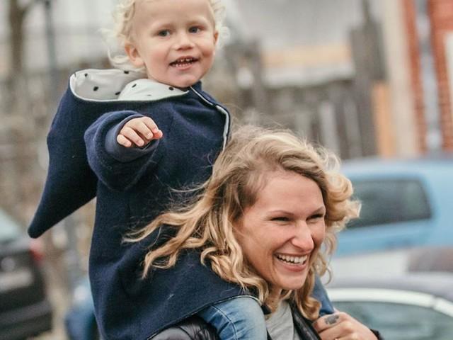 Janni Kusmagk verzaubert mit neuen Fotos von Emil-Ocean!