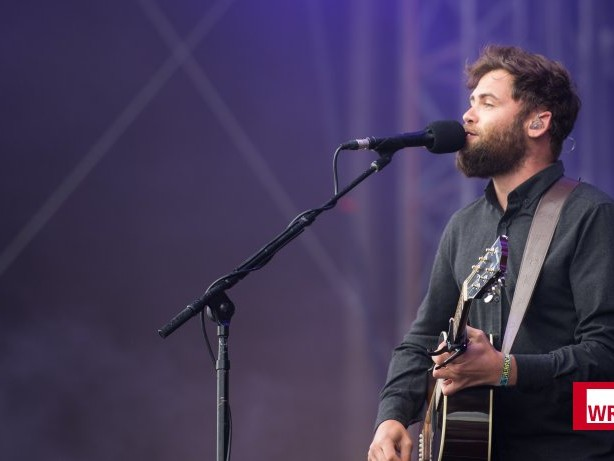 "Musik: Passenger singt ""Songs For The Drunk And Broken Hearted"""