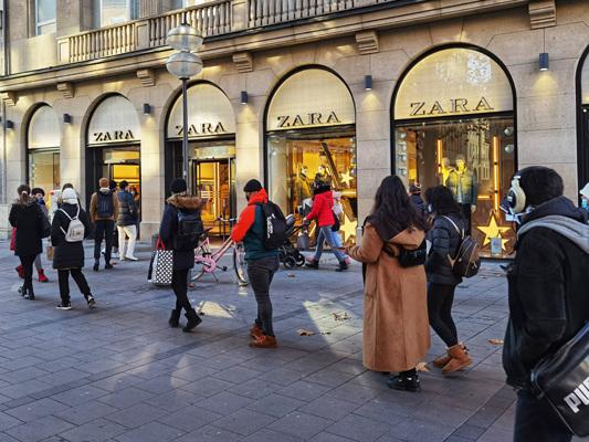 Bild des Tages: Shoppinglaune trotz Corona am Black Friday.