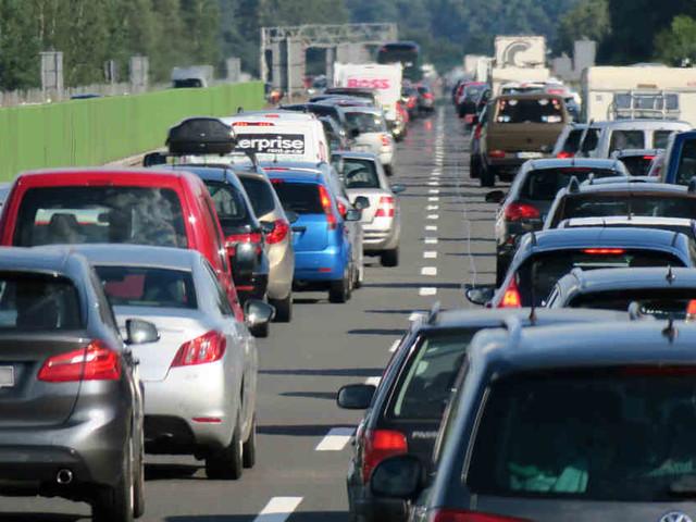 Autobahnen in NRW: Verkehrschaos bleibt bei erster Rückreisewelle aus