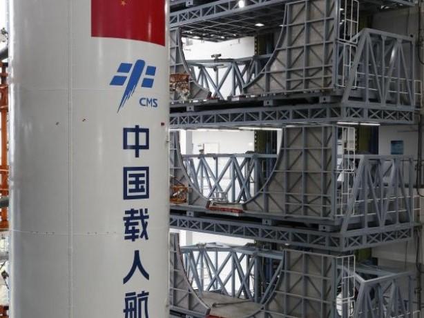 Trümmerregen befürchtet: Chinesische Rakete fällt zurück zur Erde