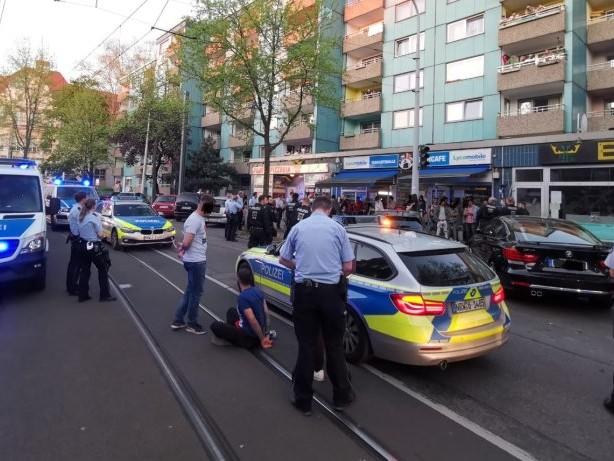 Massentumult: 50 Männer bedrängen Mülheimer Polizei nach Verkehrkontrolle