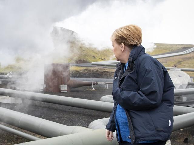 """Kanzlerin in Island: Merkel mahnt zu """"Demut gegenüber Natur"""""""