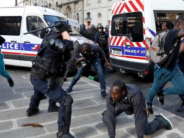 Protest: Hunderte Migranten besetzten Pariser Pantheon