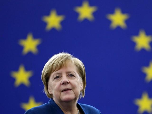 EU-Parlament: Angela Merkel spricht sich für europäische Armee aus