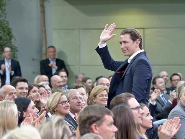 """Regierungsbilanz: Laut Kurz ist """"Reiseflughöhe erreicht"""""""