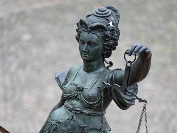 Prozesse: Mutter wegen Mordversuchs an Tochter vor Gericht: Urteil