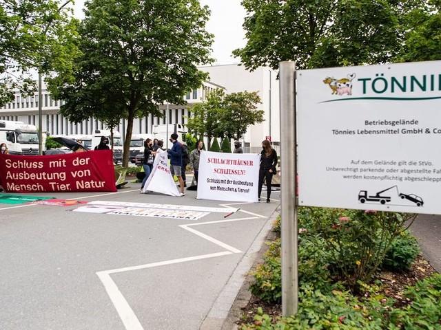 Proteste gegen Massentierhaltung bei Tönnies