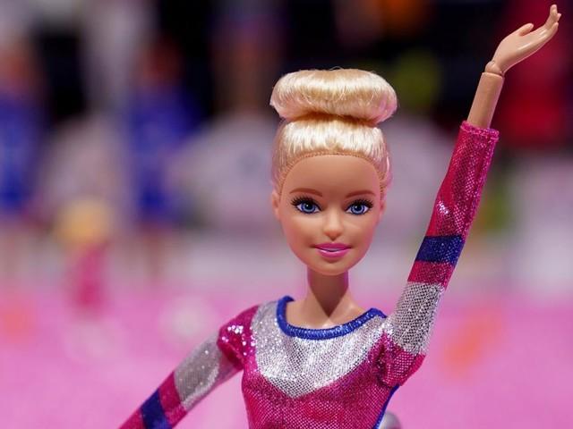 Mädchen wollen dünner sein, wenn sie mit dünnen Puppen spielen