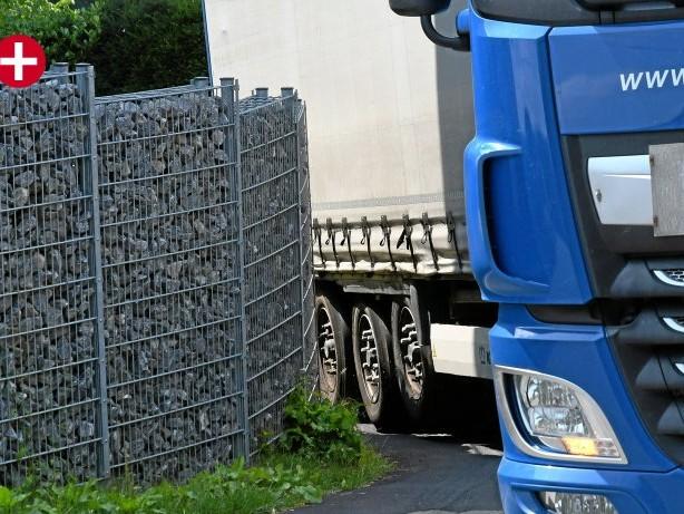 Verkehr: Lkw-Lärm bringt B483-Anlieger auf die Palme
