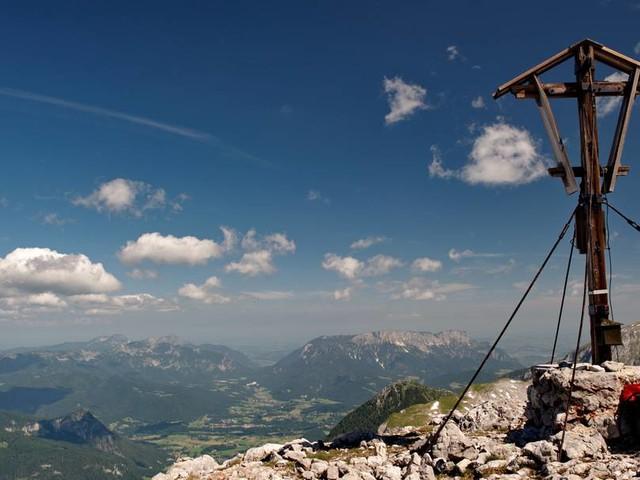 Wanderer stürzt bei Bergtour in den Alpen ab und stirbt