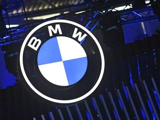 """""""Hässliches Stück"""", """"furchtbar"""": BMW-Fans überschlagen sich wegen E-Auto-Studie auf IAA"""