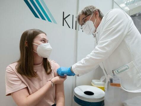Jeder Zweite in Deutschland mindestens einmal geimpft