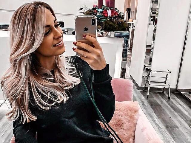 Ganz schön blond: Jenefer Riili strahlt mit neuer Haarfarbe