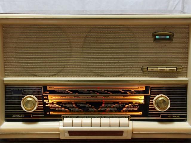 Radio: Ein wandelbarer Klangteppich und treuer Begleiter