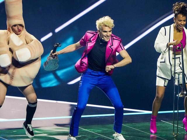 Party mit gebremstem Schaum: So schlägt sich der deutsche Sänger Jendrik vor dem ESC in Rotterdam