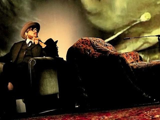"""""""Traumdeutung"""" im Akademietheater: Freud kennt Alice Cooper nicht"""