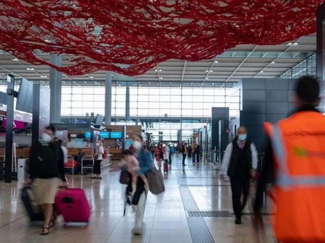 Flughafen: BER verzeichnet erstmals mehr als 50.000 Passagiere am Tag