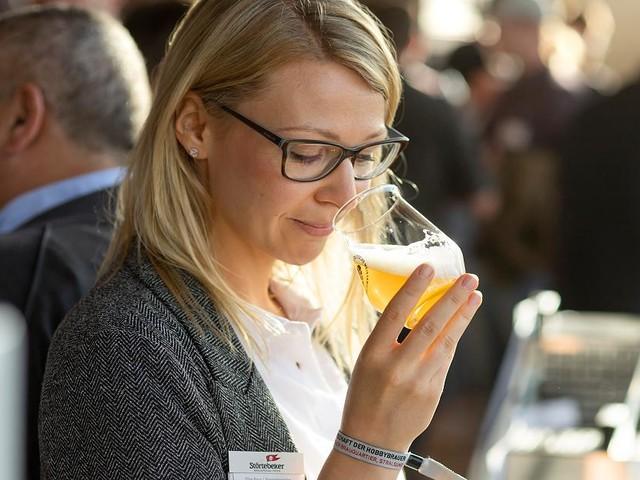 Biersommelier-Weltmeisterin im Interview - Niemand versteht so viel von Bier wie Elisa Raus (29) - das sind ihre Geheimtipps