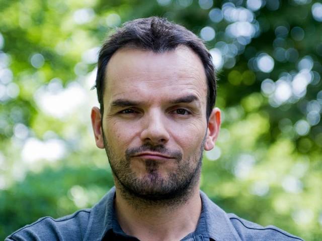 Steffen Henssler tritt in neuem Musikvideo des HSV auf