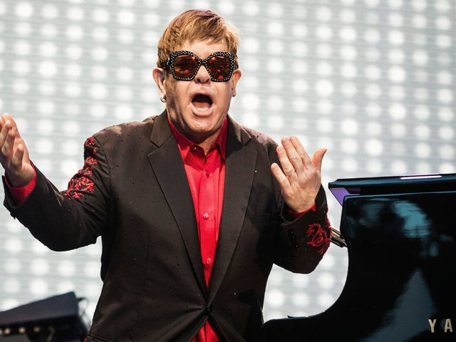 Elton John verschiebt Europa-Termine auf 2023 – wegen einer Hüft-OP