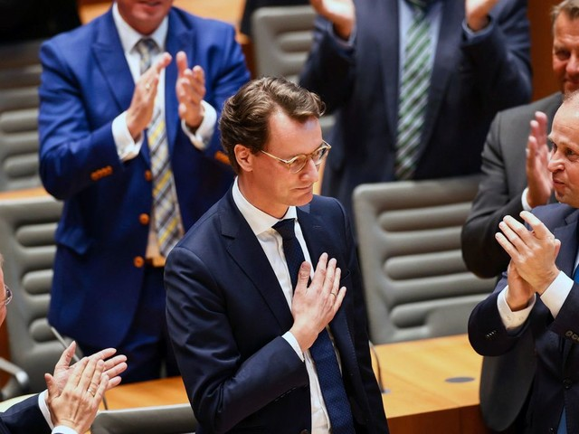 Hendrik Wüst beerbt Armin Laschet als NRW-Ministerpräsident: Machtwechsel mit Schmerzen