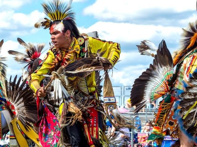 Roman über Amerikas Ureinwohner: Blut, das an Federn klebt