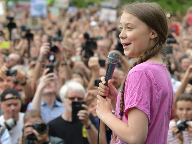 Fridays for Future rüstet sich für Klimastreik vor der Wahl - Greta Thunberg vor Reichstag