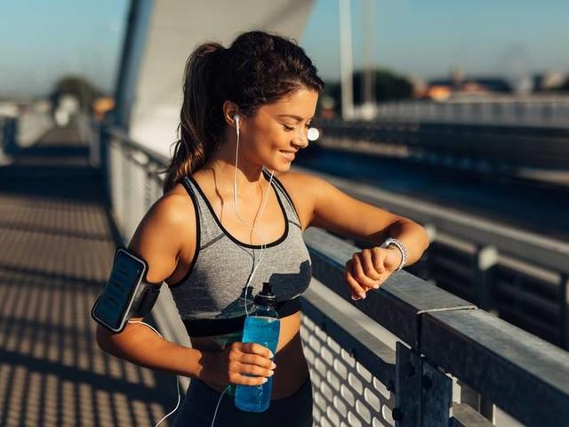 Ständig Schritte und Kalorien zählen: Wie gesund ist deine Beziehung zum Fitnesstracker?
