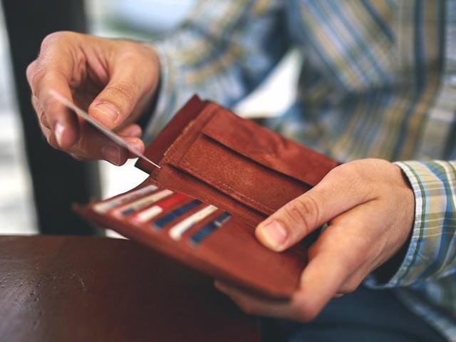 Brieftaschen im Vergleich: Portemonnaie-Check: 3 Geldbörsen für jeden Geschmack