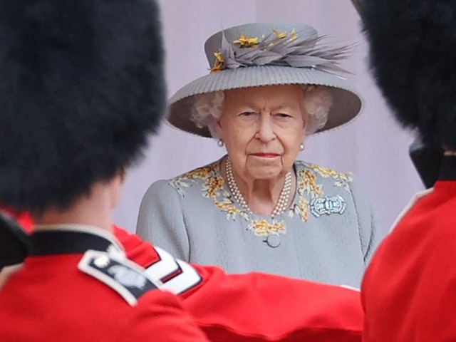 Queen Elizabeth kurz davor, die letzte Karte gegen Harry auszuspielen