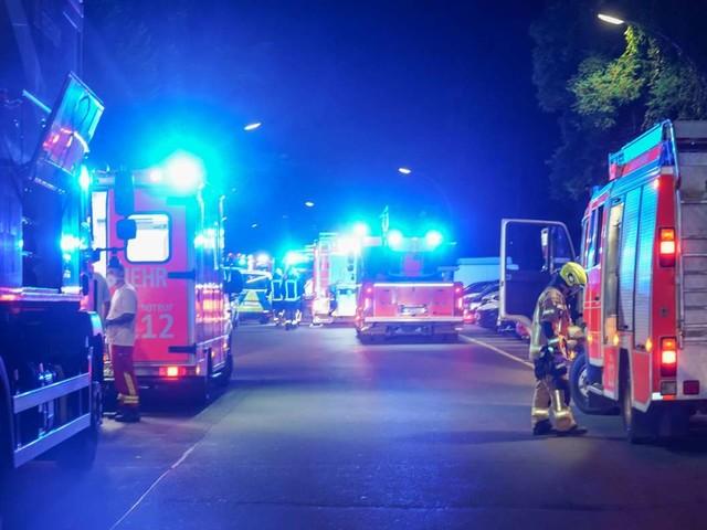 Brand in Stuttgart-West: In der Rotebühlstraße steht ein Balkon in Flammen