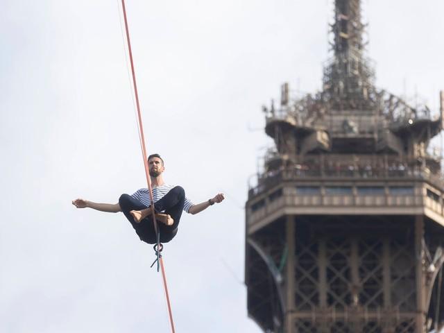 Balanceakt in Paris: Auf dem Hochseil über die Seine