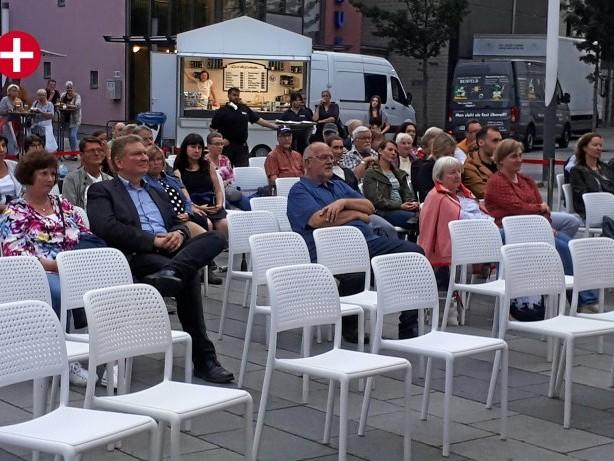 Kultur: Regen beeinträchtigt Dankeschön-Konzert am Bahnhof Wetter